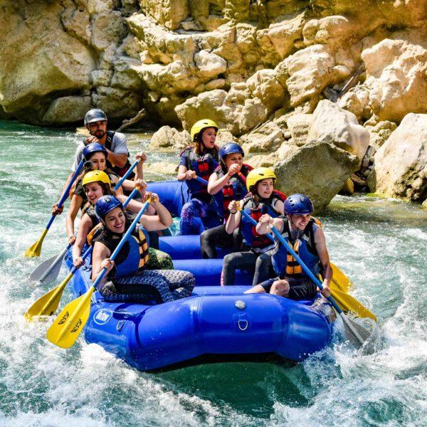 Grupo feliz rafting tampaón